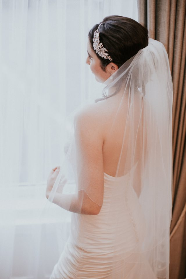 TB18-21 two layer scalloped veil
